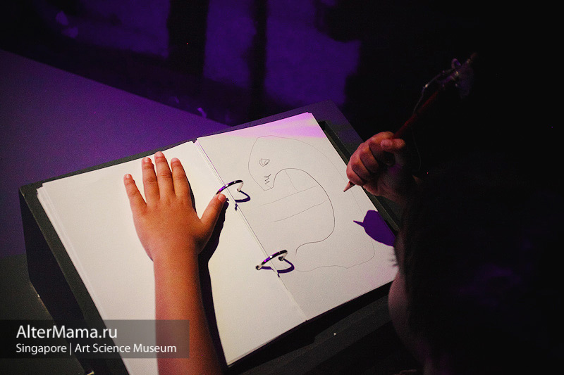 Детские развлечения и развивающие игры в музее Art Science Museum Singapore