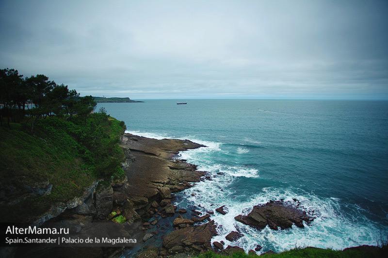 Волны и скалы Северной Атлантики в Сантандере