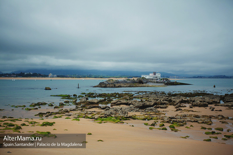 Песочный пляж Ла-Магдалена Кантабрия Испания