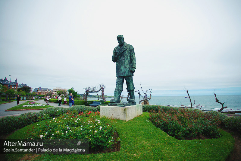 Памятник испанскому поэту José del Río Sainz Хосе дель Рио Сэйн