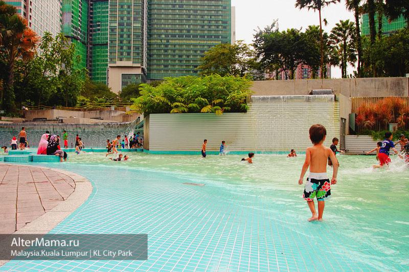 KL City Park - городской парк в Куала-Лумпуре