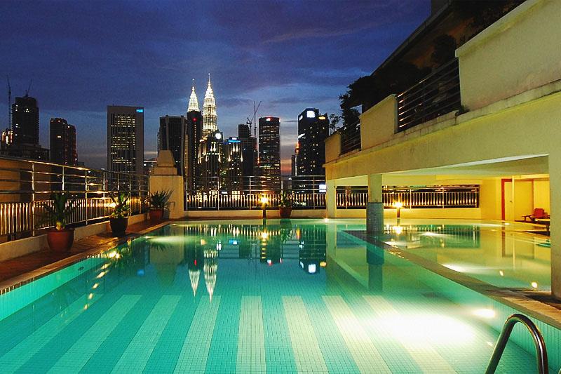 Отель в Куала Лумпуре с бассейном на крыше найти в центре