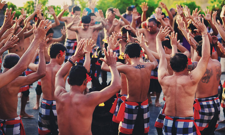 Танец Кечак Улувату Бали. Танец кечак видео Барака.