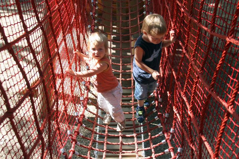 Детская площадка в Нескучном саду