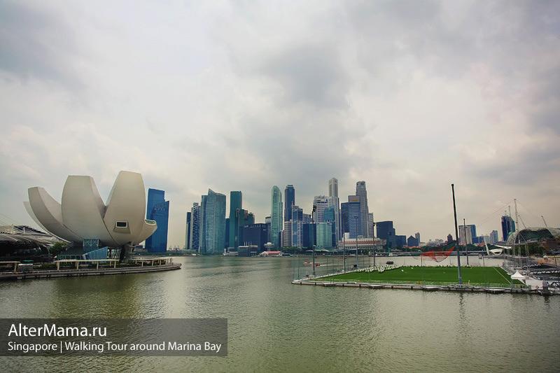 Футбольное поле на воде - необычные сооружения Сингапура