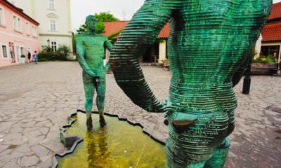 Фонтан писающие мужчины в Праге фото и отзыв