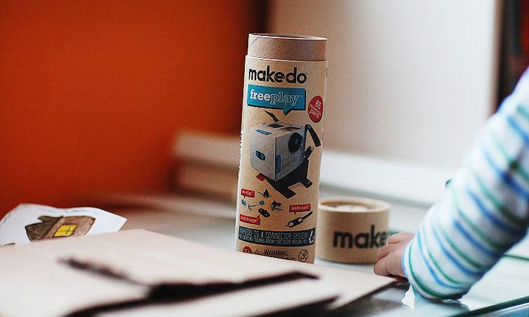 Конструктор Makedo для игр с детьми. Творим из картона с Македо.