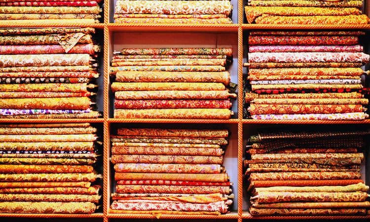 Интересные экскурсии в Джайпуре. Ткани из Индии - магазины Джайпура.