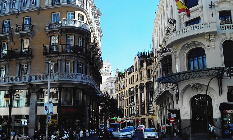 Как квартира в Мадриде снять посуточно. Квартиры Мадрида или отели Мадрида что выгоднее.