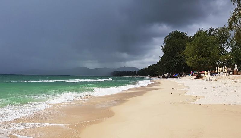 Тихие пляжи Пхукета с морем для детей