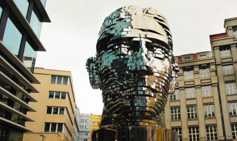 Вращающаяся голова Кафки в Праге фото и отзыв