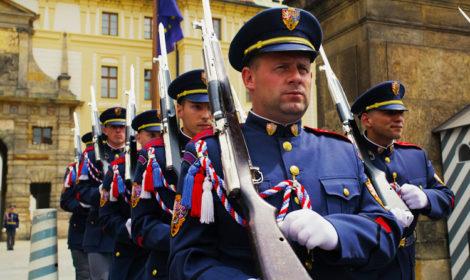 Где находится караул Пражского града карта