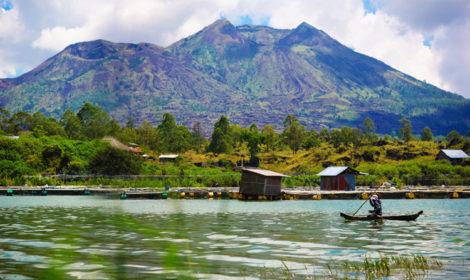 Горячие источники на острове Бали у вулкана Батур